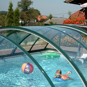 навес-из-поликарбоната-для-бассейна